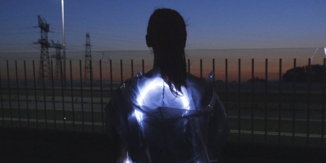 Phototrope-illuminated-running-shirt-by-Pauline-van-Dongen_dezeen_468_2